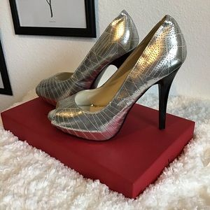Silver Heels (no brand on shoe) Size 8 Woman's